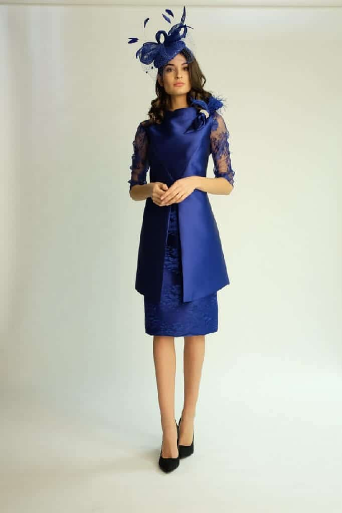 Knee length dress with lace sleeves. 6453 (003805)