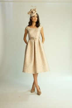 Mind length dress with waist band and pockets. 6466 (003929)