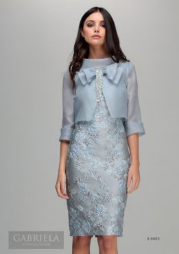 Gorgeous knee length patterned dress with rear facing jacket and bow detailing to the front. Available in blue - 6685 (003915)