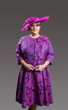 A-Line V-neck Tea-Length floral patterned dress with cap sleeve. This dress gives the flattering look with the waist panel and symmetrical design with matching knee length 3/4 length sleeve jacket. Fuchsia/navy - 47496 (004321)