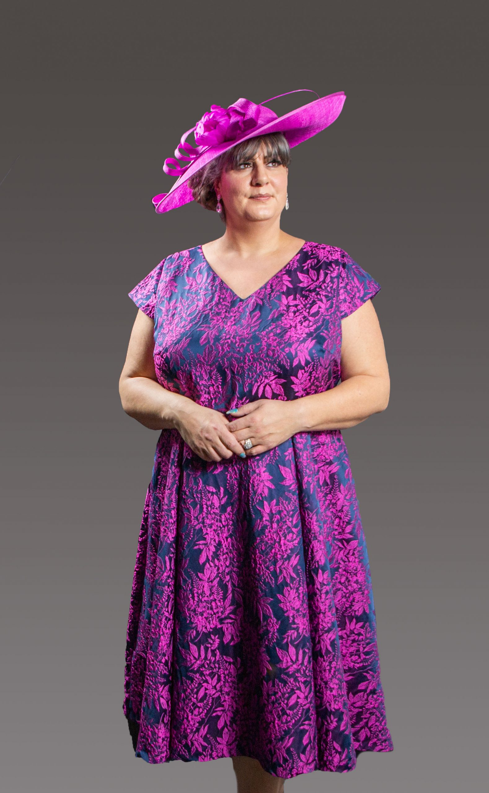 A-Line V-neck Tea-Length floral patterned dress with cap sleeve. This dress gives the flattering look with the waist panel and symmetrical design. Fuchsia/navy - 47496 (004321)